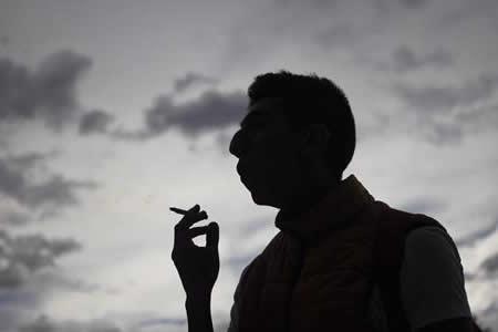 Cigarro electrónico ha aumentado la adicción a la nicotina entre jóvenes