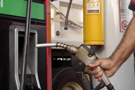 El Gobierno brasileño evalúa subir impuestos sobre los combustibles