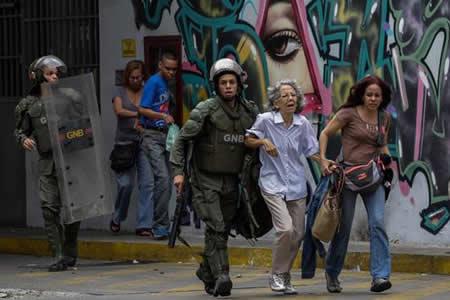 Dos muertos y casi 200 detenidos deja paro opositor contra Maduro