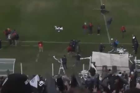 Un forofo argentino derriba un dron… con un rollo de papel higiénico