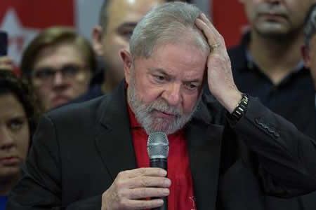 """Lula dice sufrir una """"masacre diaria"""" y acusa a fiscales de destruir Brasil"""