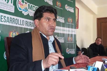 Cocarico denuncia que Adepcoca da carnets a productores no autorizados