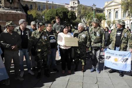 Excombatientes de guerra de Malvinas agradecen a Bolivia apoyo hace 35 años