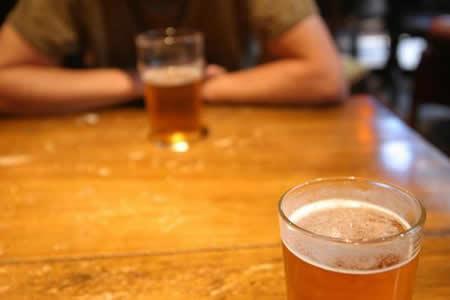 Consumo de alcohol y drogas han aumentado enfermedades mentales, dice experto