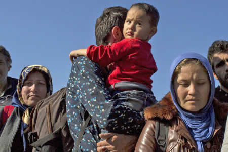Italia, Francia y Alemania acuerdan acelerar la reubicación de refugiados