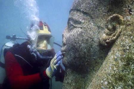 Tesoros extraídos de ciudades submarinas de Egipto resucitan Mito de Osiris
