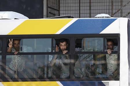 Comienza desalojo de campo de refugiados en antiguo aeropuerto de Atenas