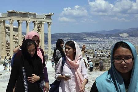 Activismo y voluntariado, el tejido que sostiene a los refugiados en Atenas