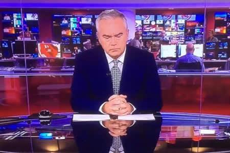 Un presentador de la BBC pasa dos minutos en silencio en vivo y se vuelve viral
