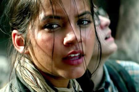 """Isabela Moner, una joven latina en mitad del caos de """"Transformers"""""""