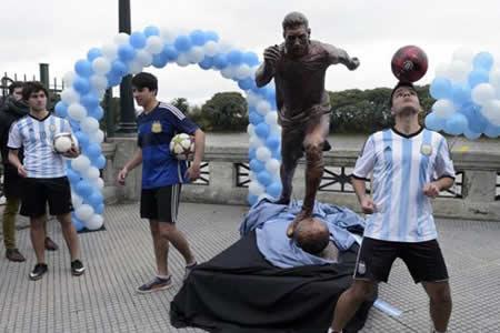 """El barrio de Messi celebra los 30 años de """"habilidad y grandeza"""" de su ídolo"""