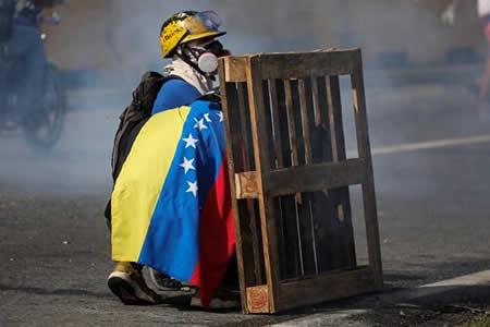 Cuatro heridos tras ataques a sede del Parlamento venezolano durante protesta