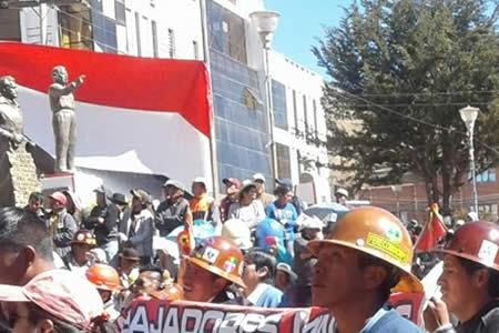 Mineros rinden homenaje a 50 años de masacre de San Juan