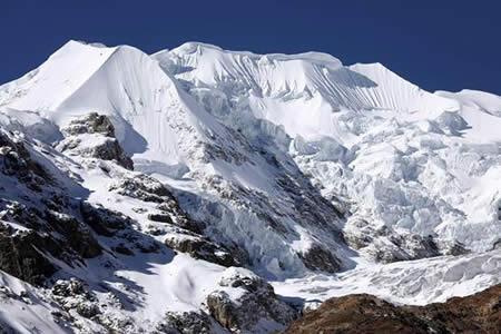 Bolivia despide dos trozos de glaciar con 18.000 años de historia