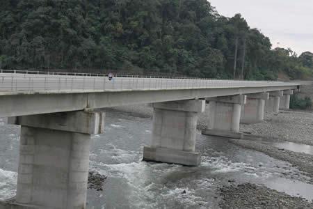 Presidente inaugura puente vehicular de 266 metros de largo en Villa Tunari