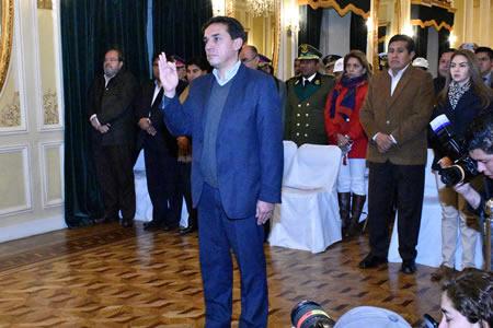 Mario Guillén jura como Ministro de Economía