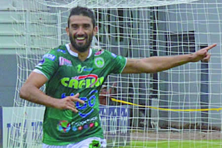El goleador del torneo Enzo Maidana se marchó de Petrolero