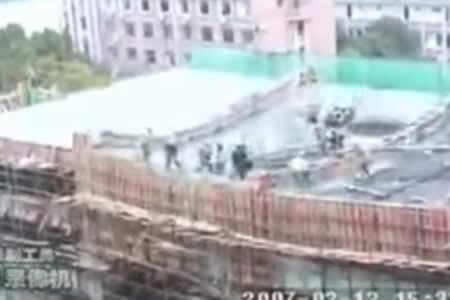 Fatal accidente laboral: un edificio en construcción se derrumba mientras los obreros trabajan