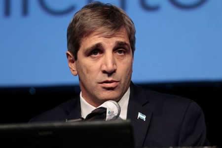 Gobierno argentino defiende a ministro imputado por polémico bono a 100 años