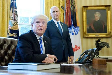 """Trump dice estar """"abierto"""" a intentar otra reforma de salud en el futuro"""