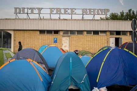Hungría comienza mañana a retener a los refugiados en centros cerrados