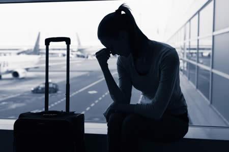 """Polémica por prohibir a chicas subir a avión de United Airlines con """"leggins"""""""