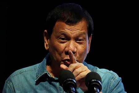 """Duterte: """"¿Por qué EE.UU. quiso que la Marina filipina fuera a aguas chinas? Eso sería una masacre"""""""