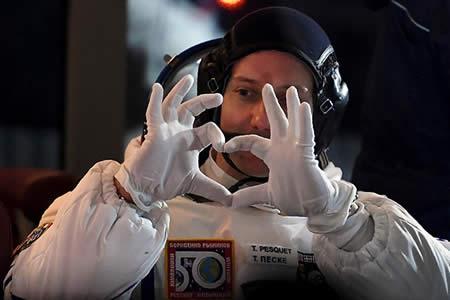 No solo Saturno presume de anillos: Un astronauta francés se lleva dos alianzas a la EEI