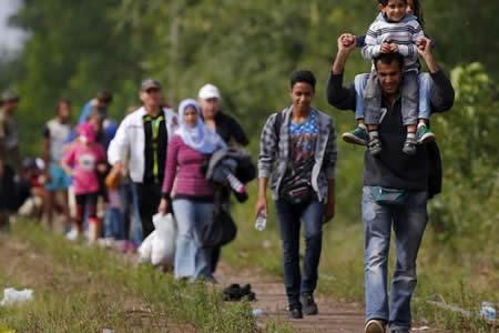 Hungría endurece su política migratoria con una ley para internar refugiados