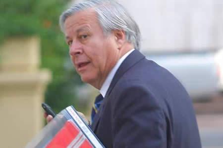 Abogado que defendió a soldados en 2013 se sumará a la defensa de 9 bolivianos encarcelados en Chile