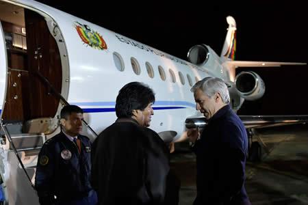 Morales viaja a Cuba para someterse a pericia quirúrgica que le libre de nódulo en la garganta