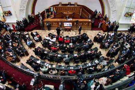 Supremo venezolano decide asumir competencias del Parlamento por su desacato