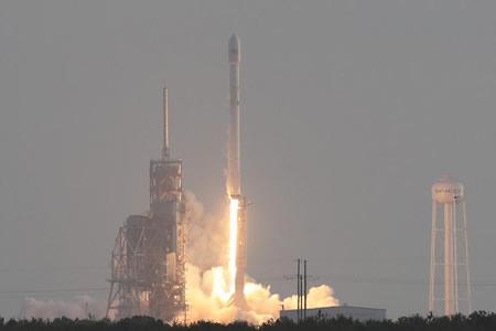 SpaceX lanza con éxito su primer satélite espía para el Gobierno de EE.UU.