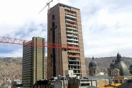 Obrero de 35 años cae y muere en la construcción de la Casa del Pueblo