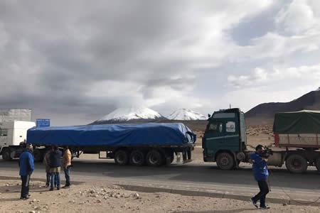 Paro aduanero en Chile afecta a 1.200 camiones bolivianos de carga