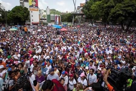 """Marchas en Caracas por """"caídos"""" en protestas y en apoyo a la Constituyente"""