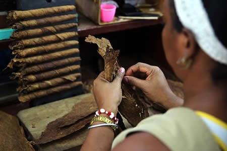 El 24 % de cubanos padece tabaquismo, con aumento entre adolescentes