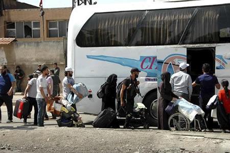 Nuevo convoy de evacuados sale de la ciudad siria de Homs a zona rebelde