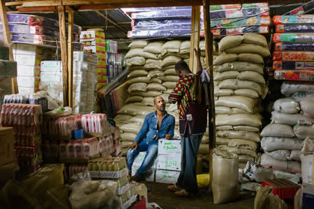 """La historia del """"millonario"""": el refugiado que se hizo rico comerciando en su campamento"""
