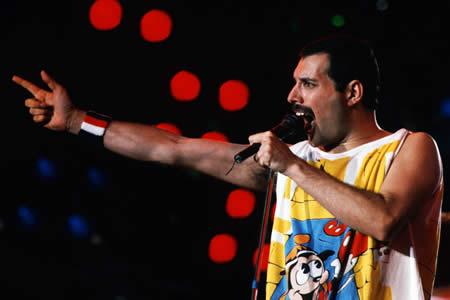 Brian May revela que Freddie Mercury perdió un pie antes de morir por sida