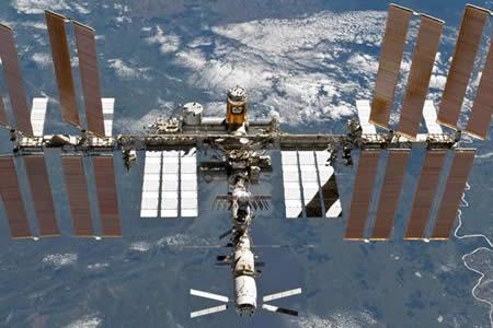 Astronautas reparan con éxito computadora en Estación Espacial Internacional