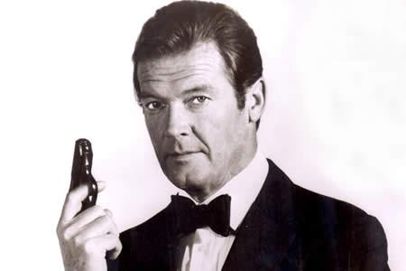 """Roger Moore, el """"Bond, James Bond"""" más irónico"""