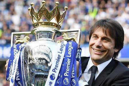 Antonio Conte (Chelsea), mejor entrenador del año en Inglaterra