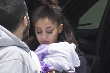 Ariana Grande regresa a EE.UU. tras el atentado en su concierto en Manchester