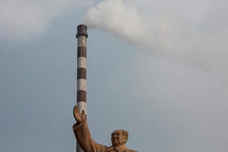 Impactante demolición de una planta eléctrica en China