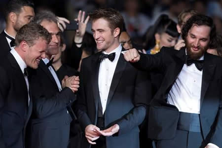 "Robert Pattinson se olvida de sí mismo y deslumbra en Cannes con ""Good Time"""
