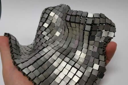Ingeniero de la NASA crea tejido metálico que se fabrica y usa en el espacio