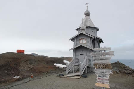"""Dios """"se refugia"""" en una pequeña ermita en medio de la inmensa Antártida"""