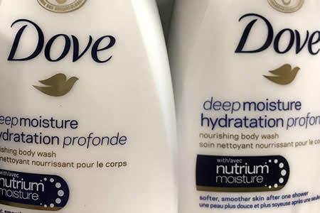 """Dove retira la publicidad de un gel tras recibir un aluvión críticas en la Red por """"racismo"""""""