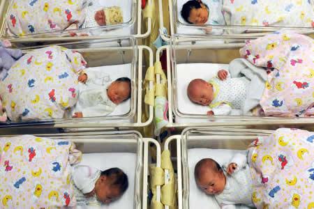 Científicos franceses idean un escáner cerebral portátil para recién nacidos